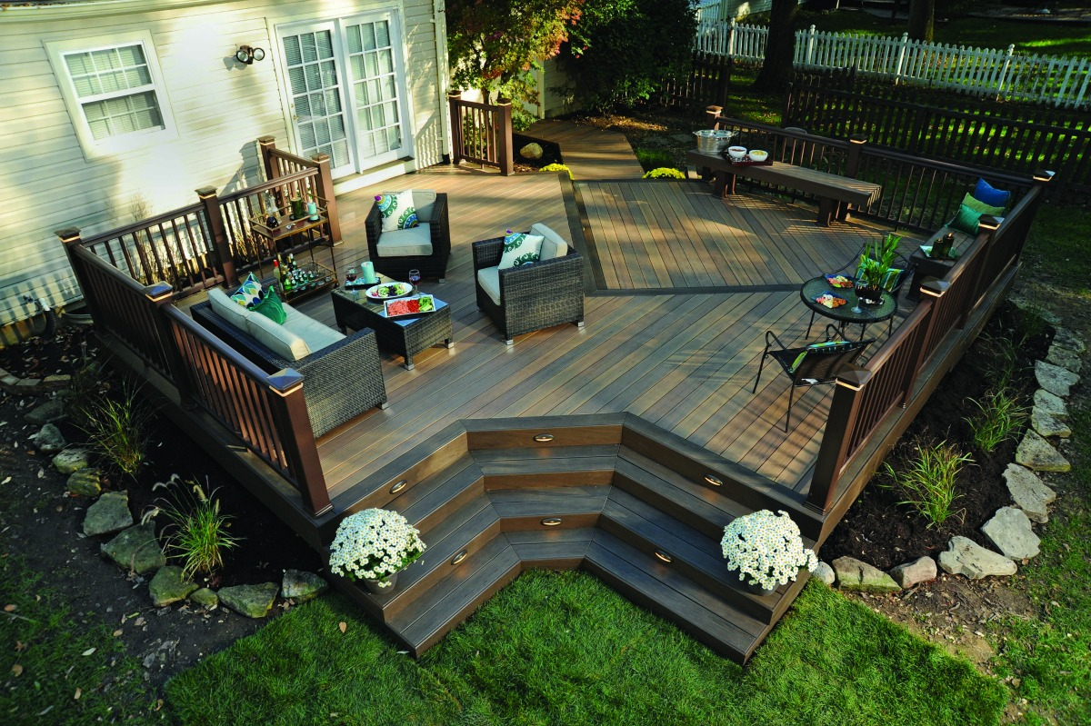 azek backyard deck layout