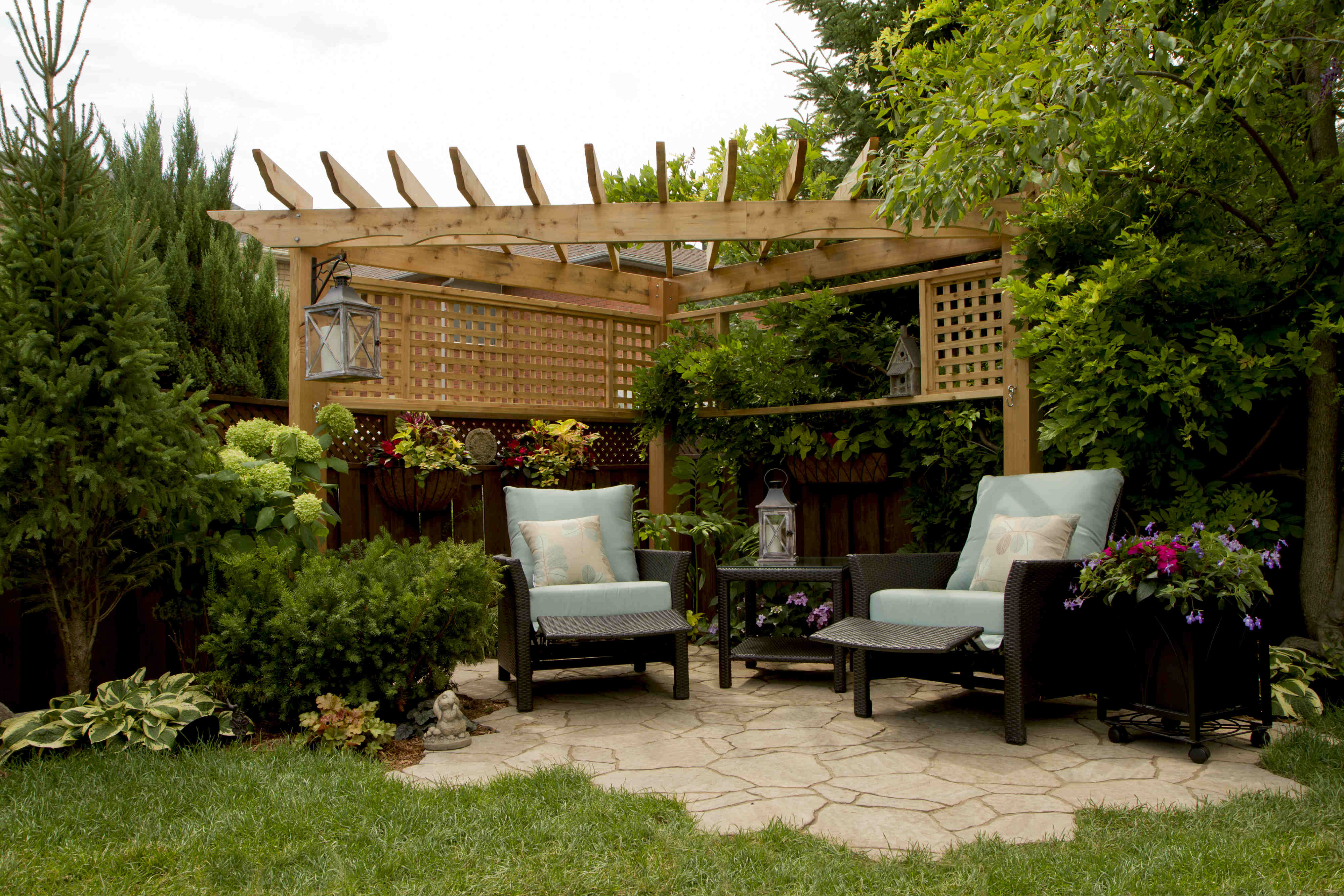 small-backyard-pergola-design-outdoor-living