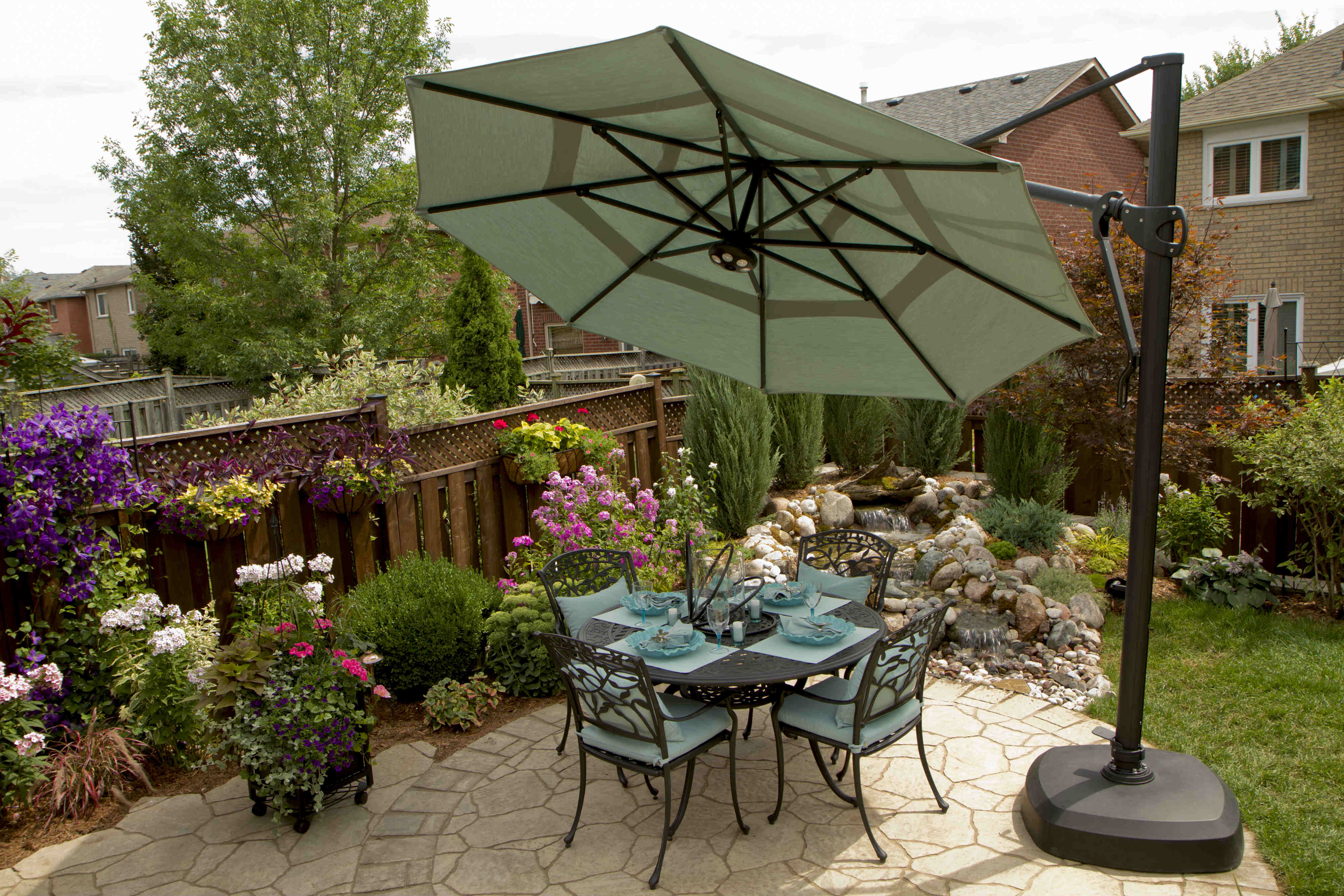 small-backyard-umbrella-design-outdoor-living